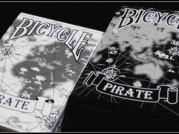 Bicycle-pirate-white-playing-card (3)